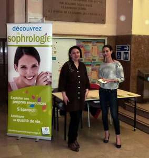 Farah Bensaid et Karima Hassani, pour la Chambre Syndicale de la Sophrologie, à l'Université Paris Descartes